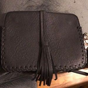 Handbags - 💁🏽♀️‼️Black Tassel Crossbody Purse🖤
